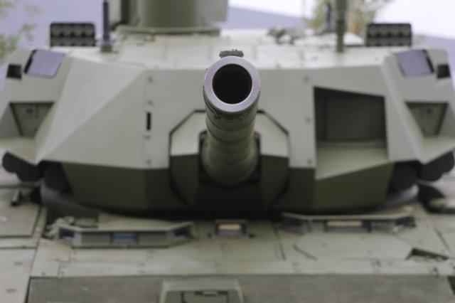 """Платформа """"Армата"""" стала основой не только танка Т-14, но и целого семейства бронемашин различного назначения."""