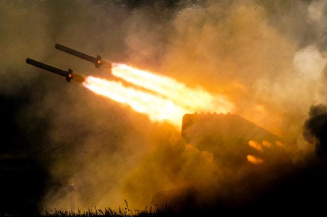"""По позициям террористов в Сирии особенно эффективно работали тяжелые огнеметные системы """"Солнцепек""""."""