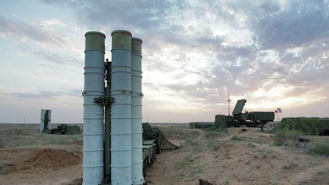 """Подготовка к стрельбам зенитных ракетных систем С-400 """"Триумф"""" на полигоне Ашулук"""