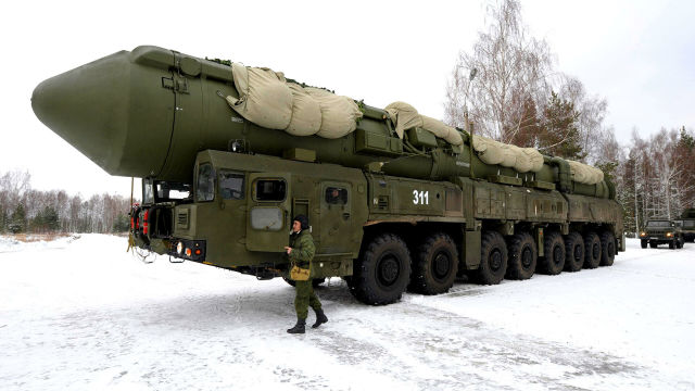 """Подвижный грунтовый ракетный комплекс """"Ярс"""""""
