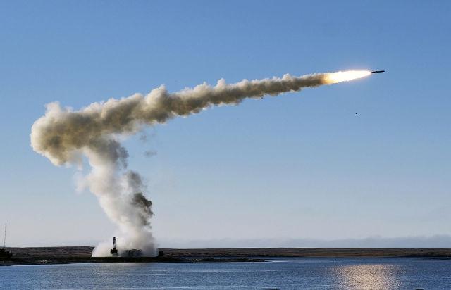 """Подвижный береговой ракетный комплекс """"Бастион"""""""
