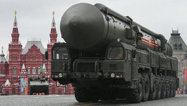 Подвижный грунтовый ракетный комплекс (ПГРК) Ярс с РС-24 на военном параде, посвященном 72-й годовщине Победы в Великой Отечественной войне 1941-1945