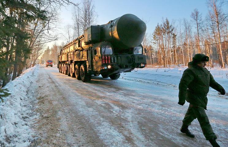 """Подвижный грунтовый ракетный комплекс """"Ярс""""."""