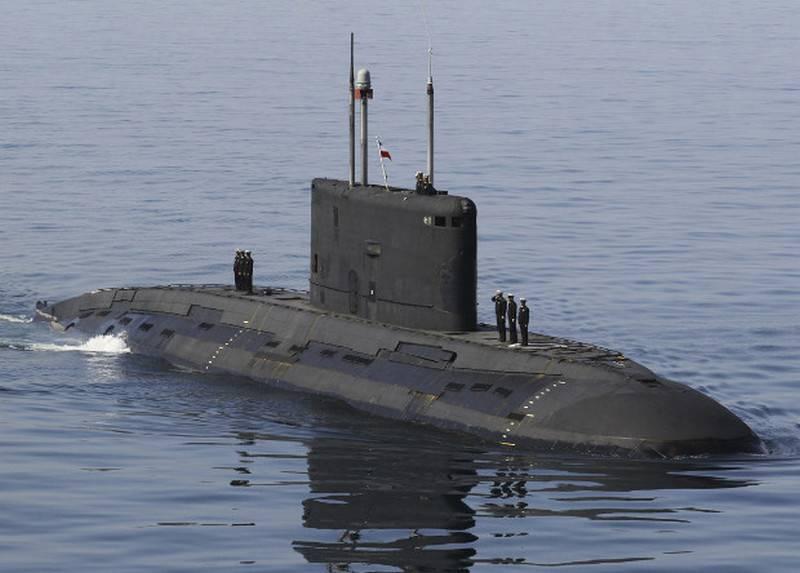 """Подводная лодка """"Тарек"""" проекта 877ЭКМ ВМС Ирана."""