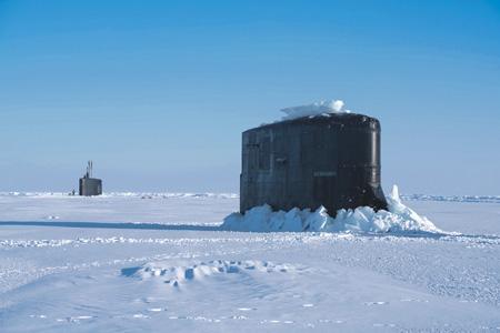 "Подводные лодки SSN 22 ""Коннектикут"" (на переднем плане) и SSN 768 ""Хартфорд"" класса Los Angeles. Море Бофорта, Арктика, 10 марта 2018 года. Фото с сайта www.navy.mil."