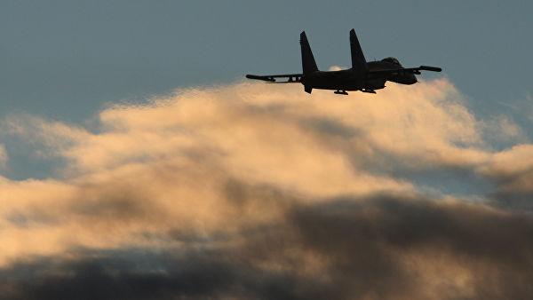 Полет истребителя Су-27