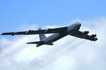 Полеты стратегических бомбардировщиков над нейтральными водами не запрещены международным законодательством. Фото Ронни Макдональда
