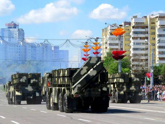 بيلاروسيا : نظام Polonaise للمدفعية الصاروخية بعيدة المدي Polonez_090515.t