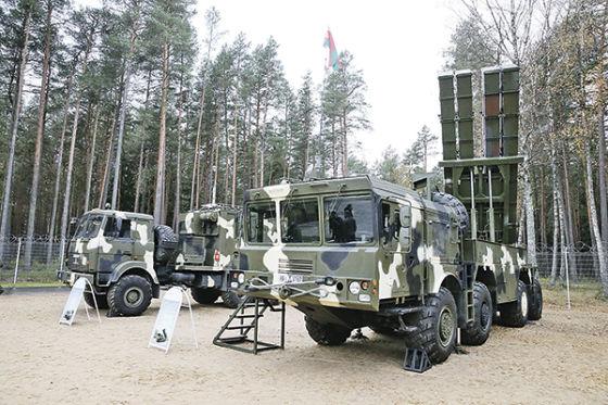 بيلاروسيا : نظام Polonaise للمدفعية الصاروخية بعيدة المدي Polonez_161115.t