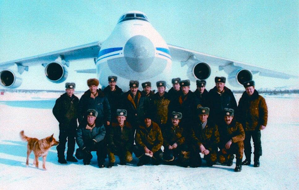 Посадка самолета Ан-124 на ледовое покрытие.