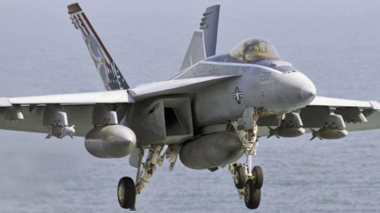 Посадка F/A-18 Super Hornet на авианосец.