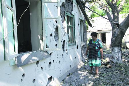 Последствия обстрела жилых кварталов артиллерией ВСУ. Фото РИА Новости