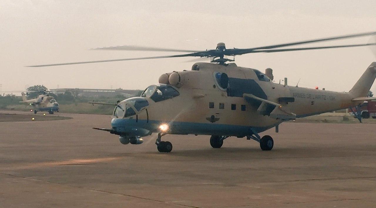 Поставленные ВВС Мали из России новые боевые вертолеты Ми-35М (малийская регистрация TZ-13H и TZ-14H). Бамако, 03.10.2017.