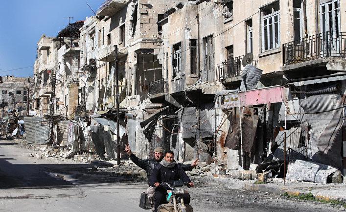 Пострадавшая от обстрела улица в провинции Идлиб, Сирия.