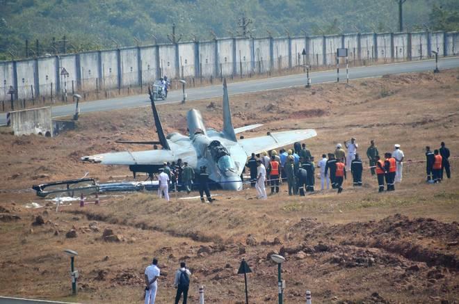Потерпевший аварию корабельный истребитель МиГ-29К авиации ВМС Индии. Ганза (Гоа), 03.01.2018.