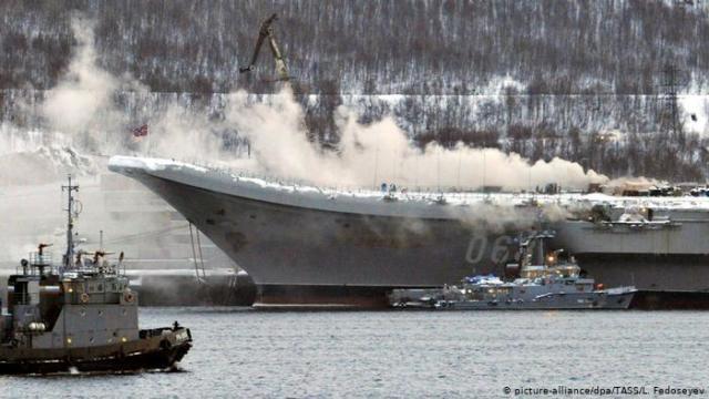 Пожар на авианосце «Адмирал Кузнецов» в Мурманске