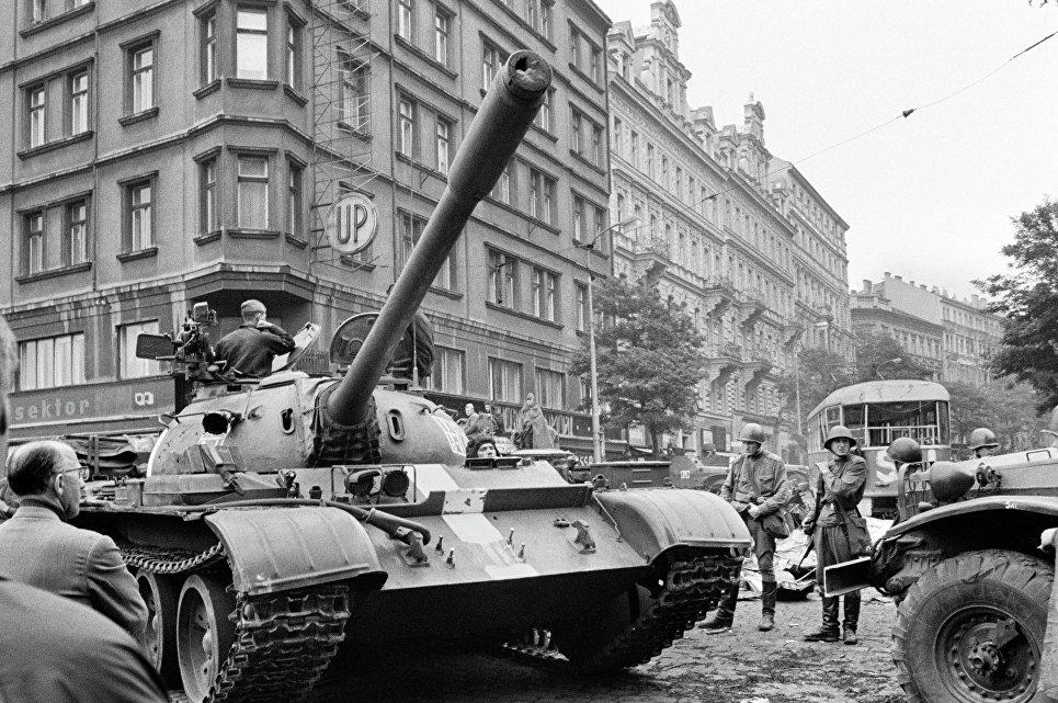 Пражская весна в Чехословакии.