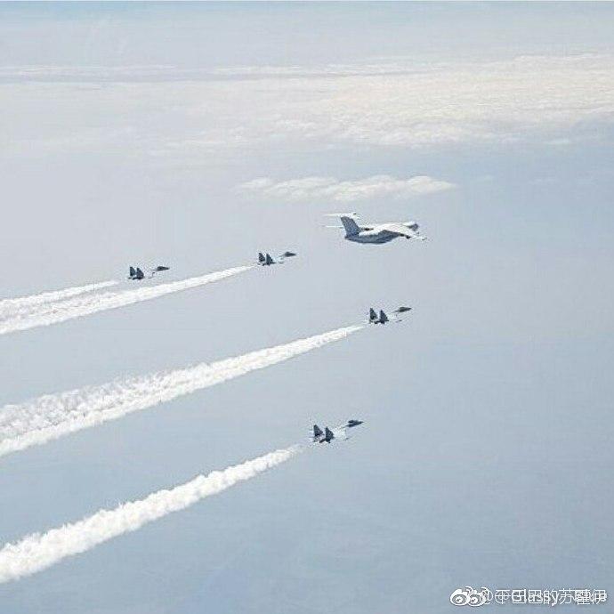 Предположительно, вторая партия поставленных КНР истребителей Су-35, лидируемая российским военно-транспортным самолетом Ил-76ТД, на пути в Китай, июль 2017 года.