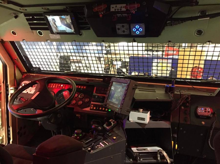 Предсерийный образец бронированной машины Nexter TITUS с колесной формулой 6х6 в варианте ISV для сил внутренней безопасности, используемый антитеррористическим подразделением специального назначения RAID французской полиции, в экспозиции XX Международной выставки средств и систем безопасности Milipol 2017. Париж, 22.11.2017.