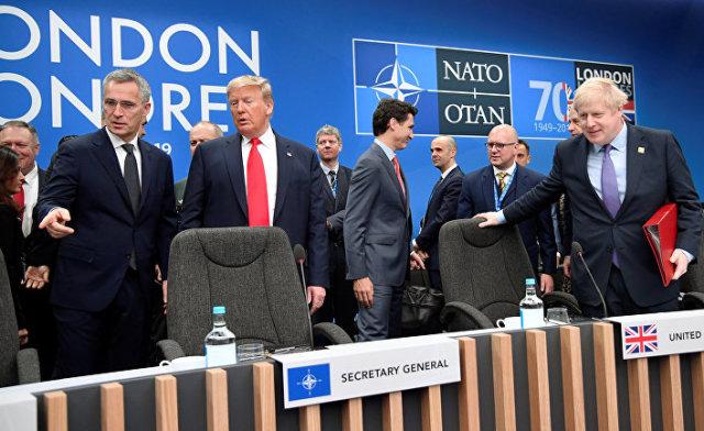 Премьер-министр Великобритании Борис Джонсон, президент США Дональд Трамп и генеральный секретарь НАТО Йенс Столтенберг