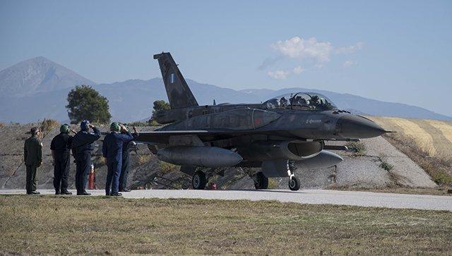 Премьер-министр Греции Алексис Ципрас совершил полет на истребителе F-16.
