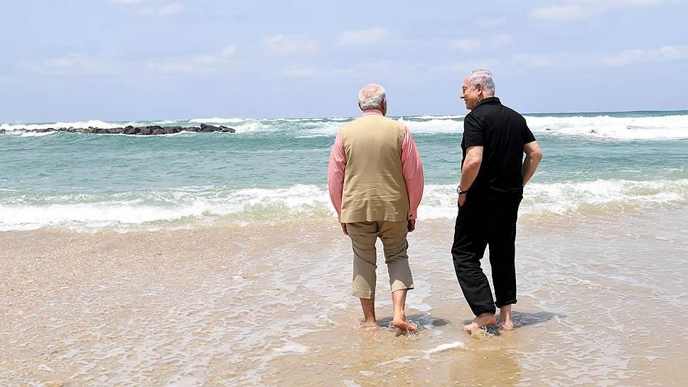 Премьер-министр Индии Нарендра Моди (слева) и израильский премьер Биньямином Нетаньяху.