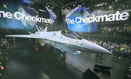 Презентация принципиально нового легкого тактического самолета (ЛТС) стала главной сенсацией аэрокосмического салона. Фото Reuters