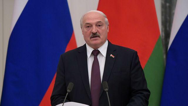 Президент Белоруссии Александр Лукашенко во время совместной с президентом РФ Владимиром Путиным пресс-конференции по итогам встречи