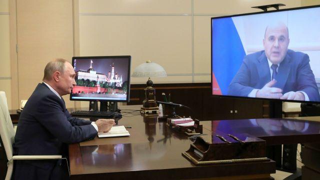 Президент РФ Владимир Путин проводит в режиме видеоконференции совещание с председателем правительства РФ Михаилом Мишустиным
