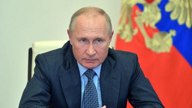 Президент РФ Владимир Путин во время совещания в режиме видеоконференции по вопросам по вопросам МЧС РФ