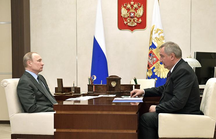 Президент РФ Владимир Путин и вице-премьер РФ Дмитрий Рогозин.