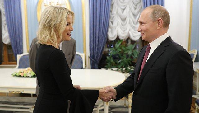 Президент РФ Владимир Путин и журналист американского телеканала NBC Мегин Келли перед началом интервью в Кремле.