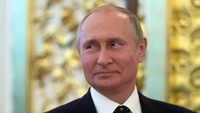 Президент РФ Владимир Путин на торжественном приеме в честь выпускников высших военных учебных заведений Минобороны РФ. 28 июня 2018.