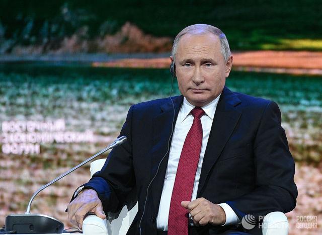 Президент РФ Владимир Путин принимает участие в пленарном заседании Дальнии Восток: расширяя границы возможностей IV Восточного экономического форума