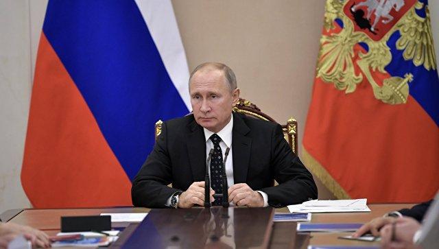 Президент РФ Владимир Путин проводит совещание с постоянными членами Совета безопасности РФ. Архивное фото.