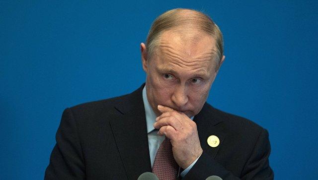 Президент РФ Владимир Путин во время пресс подхода к российским СМИ по итогам участия в Международном форуме Один пояс, один путь. 15 мая 2017