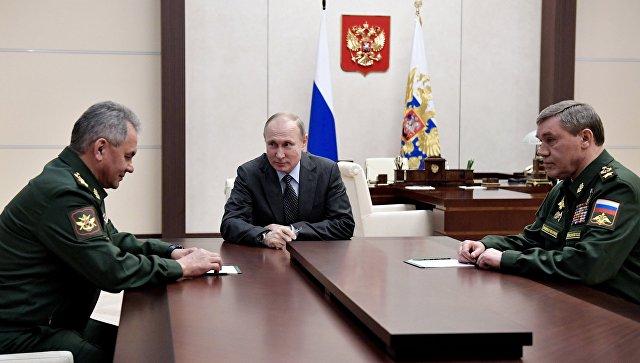 Президент РФ Владимир Путин во время встречи с министром обороны РФ Сергеем Шойгу и начальником Генштаба Валерием Герасимовым. 20 апреля 2018.