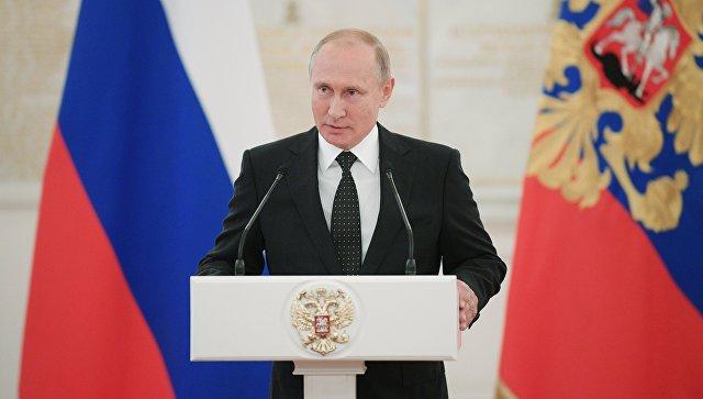 Президент РФ Владимир Путин во время встречи с высшими офицерами и прокурорами. 31 мая 2018.