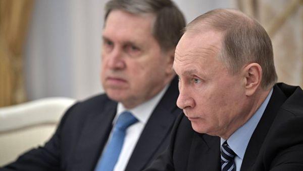 Президент России Владимир Путин и помощник президента РФ Юрий Ушаков. Архивное фото