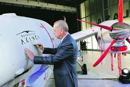 Президенту Эрдогану удалось превратить турецкие беспилотники в национальный бренд. Фото с сайта www.tccb.gov.tr