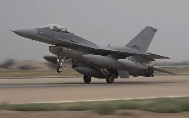 Прибытие на иракскую авиабазу Балад истребителя Lockheed Martin F-16IQ (F-16C Block 52) Fighting Falcon ВВС Ирака (иракский бортовой номер IAF-1622) в числе последней партии в составе пяти самолетов из 36 заказанных в США по соглашениям 2011 и 2012 годов,
