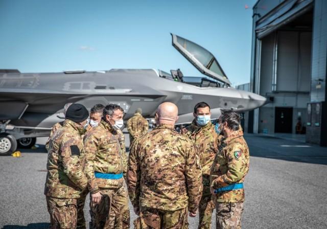 Прибытие на эстонскую авиабазу Эмари для участия в миссии НАТО по патрулированию воздушного пространства стран Балтии (Baltic Air Policing - ВАР) четырех истребителей пятого поколения Lockheed Martin F-35A Lightning II из состава 13-й группы 32-го полка В