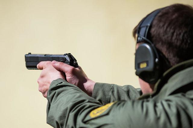 Прицельные приспособления нового армеиского пистолета «Удав»
