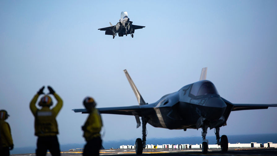 Приземление F-35B Lightning II Joint Strike Fighter на палубу USS Wasp (LHD-1), 2015 год.
