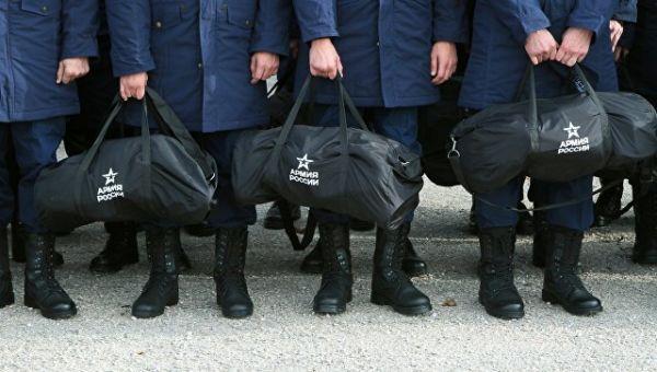 Призывники перед отправкой к месту службы. Архивное фото