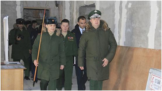 Заместитель министра обороны России Тимур Иванов на площадке строительства Казанского высшего военного танкового училища.