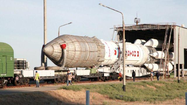 """""""Протон"""" — ракета-носитель тяжелого класса, предназначенная для выведения автоматических космических аппаратов на орбиту Земли и далее в космическое пространство"""