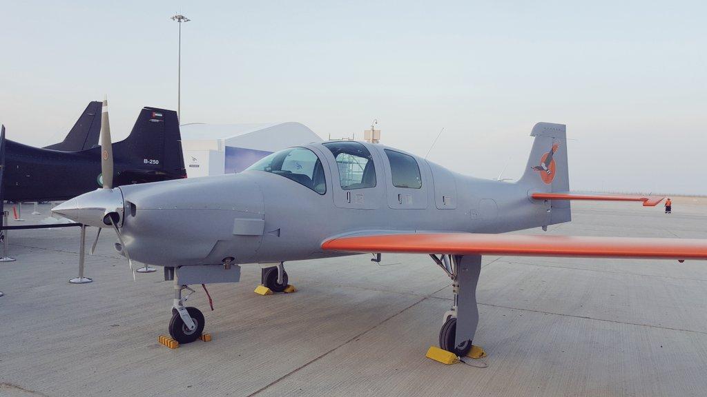 Прототип бразильско-эмиратского четырехместного турбовинтового многоцелевого самолета Caldius/Novaer Т-Х (N-210 Sovi) (бразильская регистрация PP-ZKV) в экспозиции международного авиасалона Dubai Airshow 2017 в Дубае, ноябрь 2017 года.