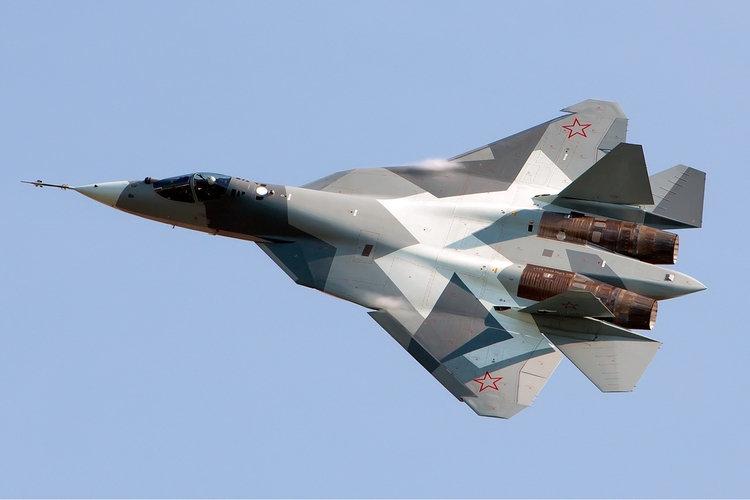 Прототип истребителя Су-57 на авиасалоне МАКС-2011.