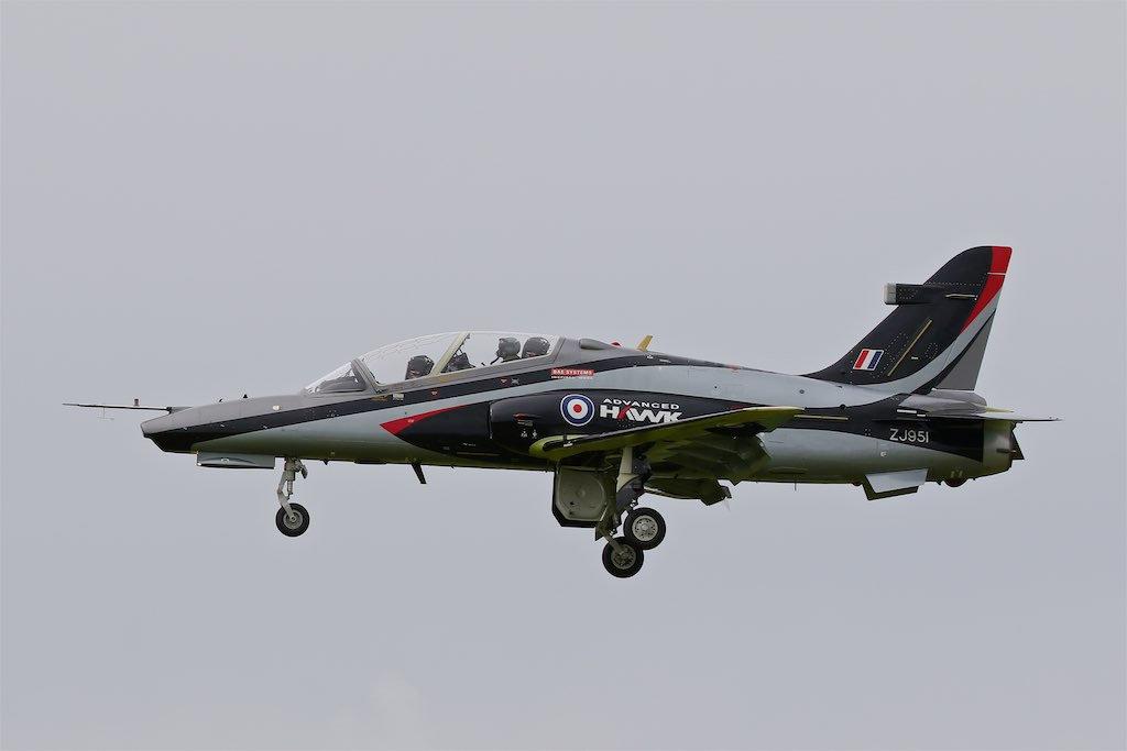 Прототип-демонстратор учебно-боевого самолета BAE Systems Advanced Hawk (британский военный номер ZJ951, серийный номер DT036/ZD001) в первом полете. Вартон (Великобритания), 07.06.2017.